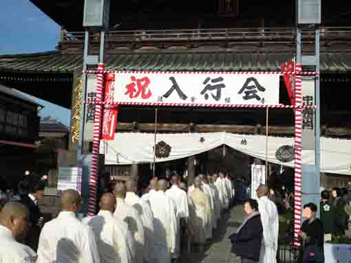over 100 priests pass the niomon gate