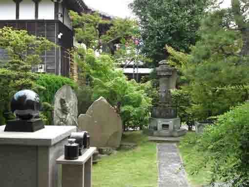 stone tablets and statues in Choshoji