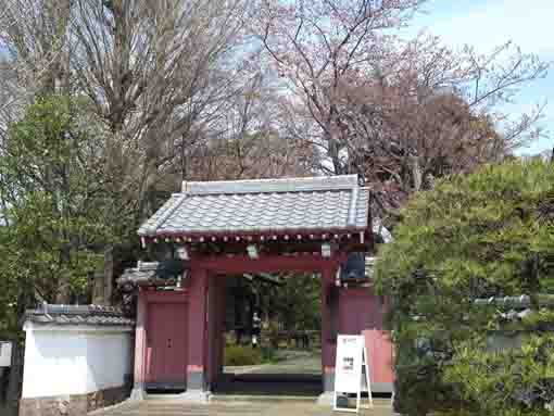 the sanmon gate of Ekoin Temple
