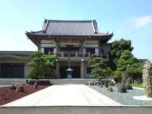 the main hall of Genshinji Temple