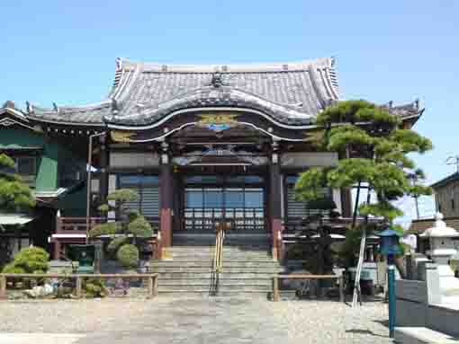 the main hall of Myokakuji Temple