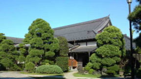 the visitors hall at Myogyoji