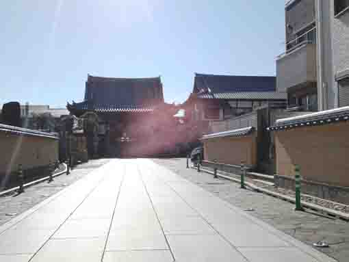 the approach road of Shofukuji in Urayasu
