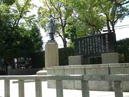the memorial statues for Gen Tanaka