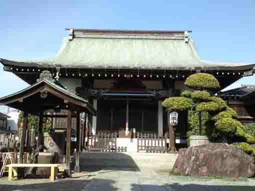 the main hall of Tokuzoji Temple